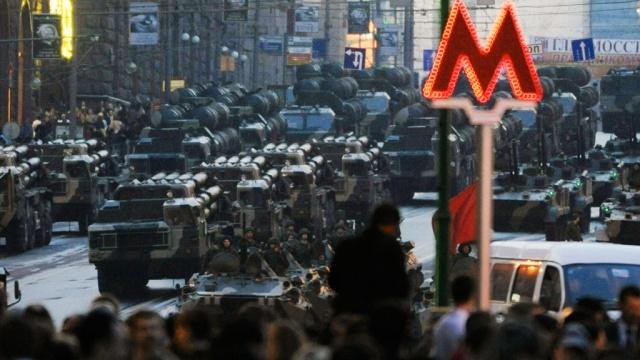 В связи с проведением репетиции военного парада на Красной площади изменится режим работы общественного транспорта