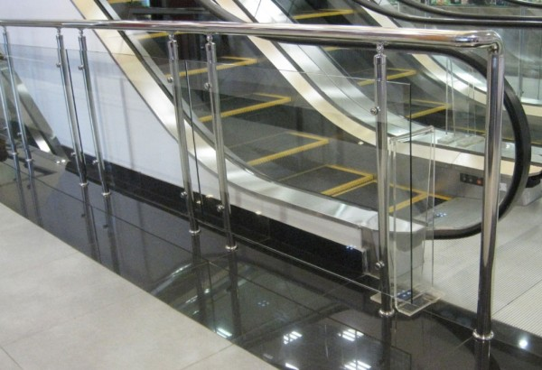 Поменьшей мере 18 человек пострадали из-за поломки эскалатора вТЦ Гонконга