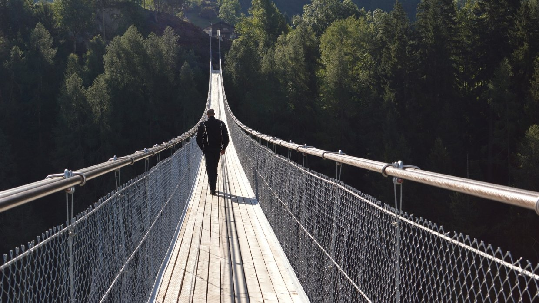 ВШвейцарии открылся самый длинный вмире пешеходный висячий мост