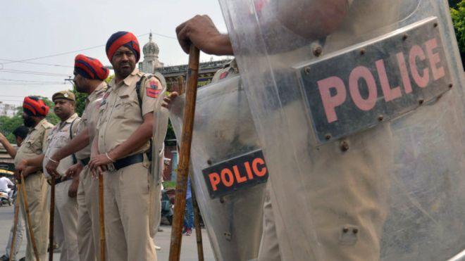 ВИндии полицейский открыл огонь посослуживцам, погибли 4 человека