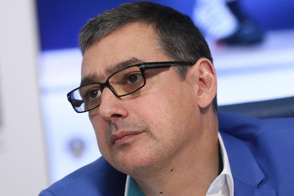 Тренер русских фехтовальщиков вРио наспор побрился налысо