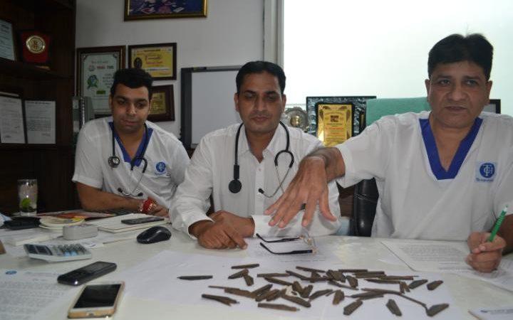 Мед. работники извлекли изжелудка мужчины 40 ножей