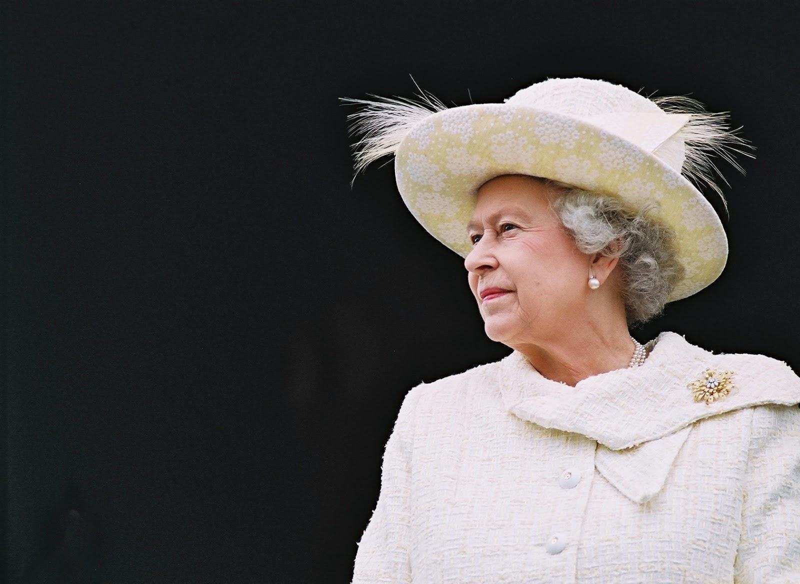 Букингемский дворец обнародовал официальную фотокарточку к90-летию ЕлизаветыII