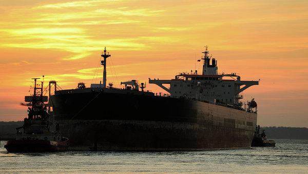 На Каспии к тушению пожара на танкере привлекли авиацию и флот МЧС Азербайджана