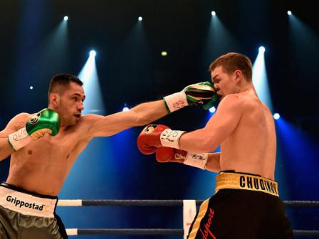 Токсикологи проверят полинявшие впоединке с германским боксером перчатки чемпиона Чудинова