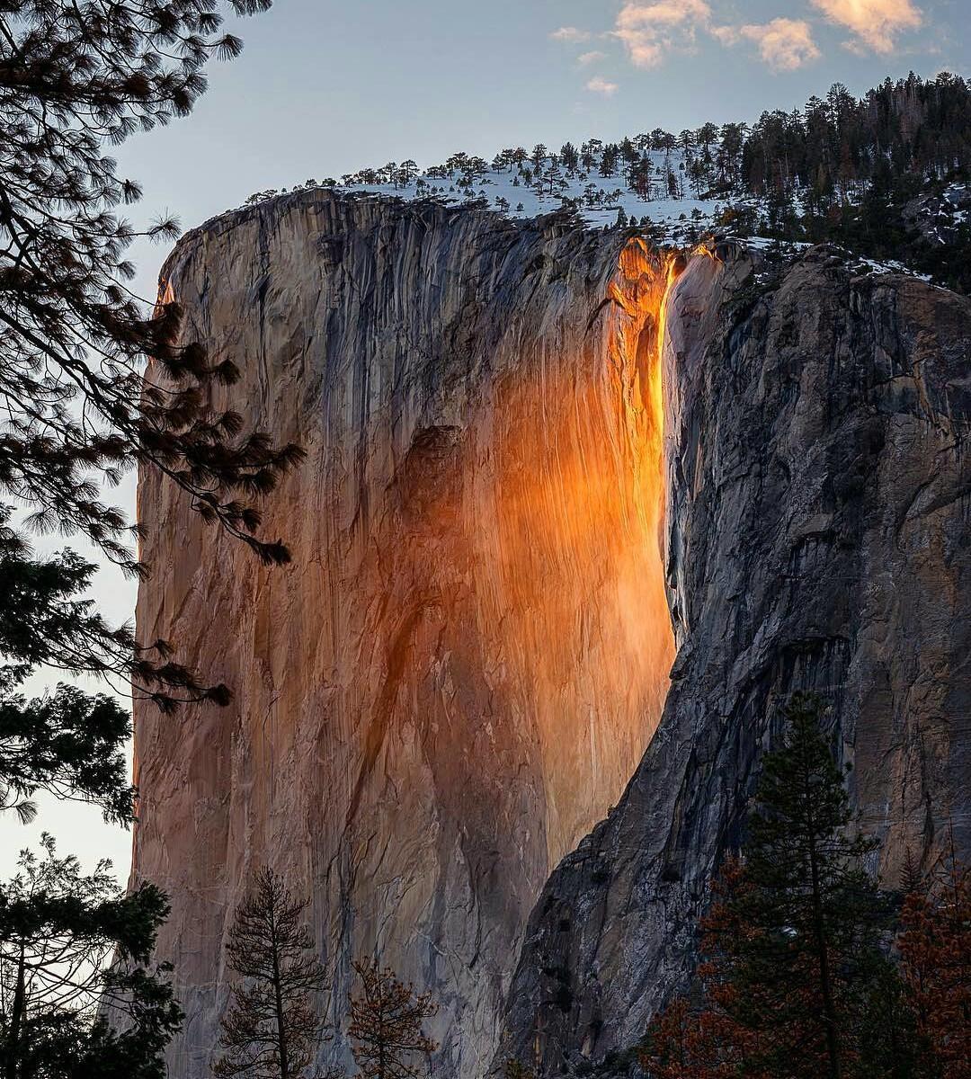 Водопад в Калифорнии превратился в огненный поток