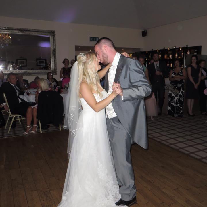 Свадебное одеяние с безрадостной историей стало хитом наeBay