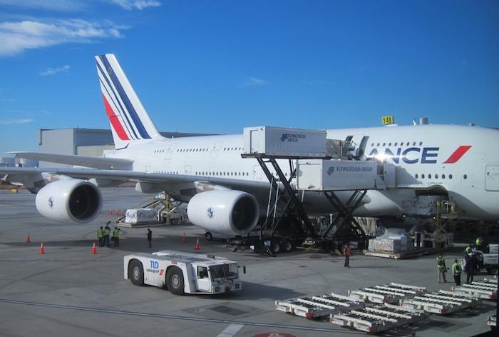 Рейс Air France отменили из-за мыши-безбилетницы