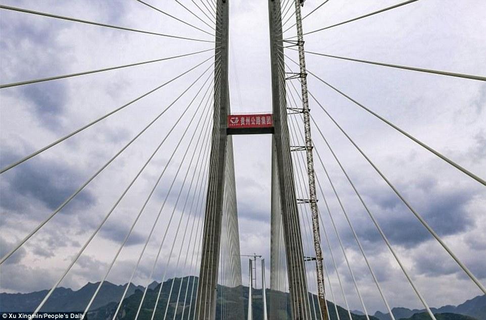 Самый высокий навесной мост вмире создан в«Поднебесной»