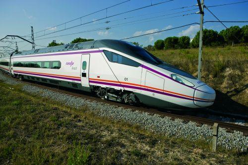 Машинист вИспании приостановил поезд среди пути из-за окончания рабочего дня