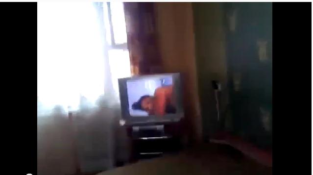 Порно ролик на экране монитора