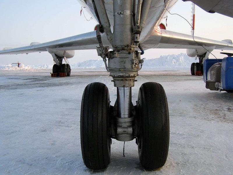 фото шасси самолета