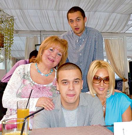 Сын случайно воткнул маме фото 162-433
