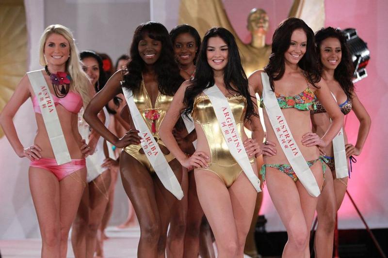 Конкурсантки «Мисс мира-2011» разделись до купальников (ФОТО) 0010-379466101504376070349742663600-L