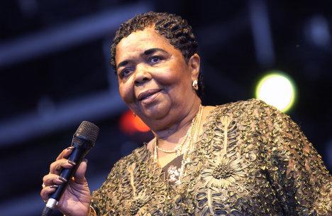 Негритянская певица сезария эвора