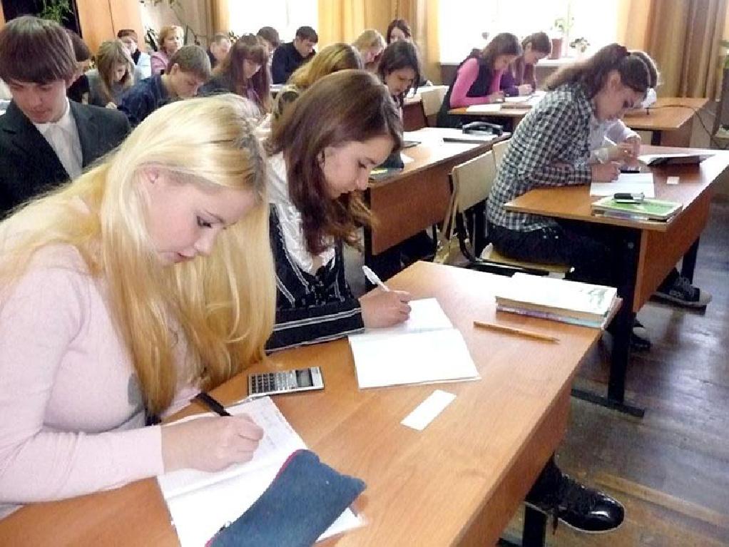 Старшеклассников в московских школах перенесли с утра на 1330 по м…