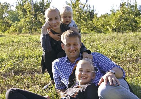Картинки по запросу алексей навальный с семьёй